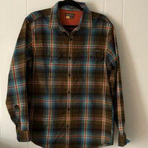 Eddie Bauer Men's Classic Fit Button Down Shirt